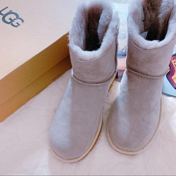 19a63d590ed UGG Selene boots NWT